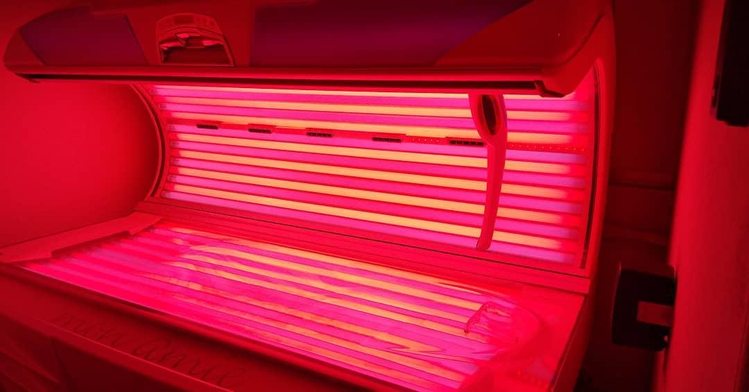 毎日暑いですね😱🔥 . . . お肌をいたわってコラーゲン浴びませか??😉 タンニングも一緒にできるマシンです😃✨ 汗をかいてスッキリですよ☺️💯 #博多駅筑紫口#日焼けサロン#駅チカ#福岡