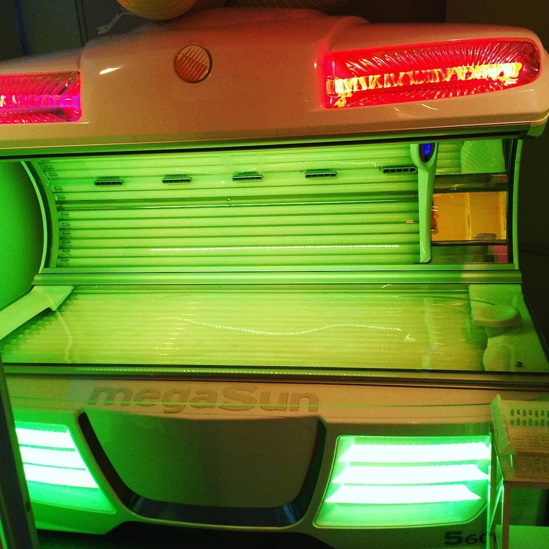 連日雨ですねぇ☔️ 日照不足なこんな日こそ、日焼けマシンやコラーゲンマシンに入りましょう♥️ 人は強い光を浴びると幸せホルモン「セロトニン」を分泌するので心の安定や安眠にもつながりますよ~😘 ご予約お待ちしております✨ ソラリス博多 筑紫口店 092-482-9696