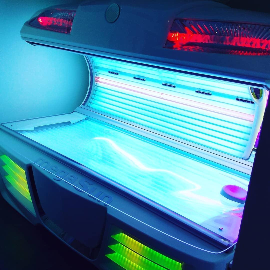 . 寒い日が続きますね😨. こんな日は焼いた後、サウナで暖まって気持ちいい汗をかいてください☆. サウナのみのご利用もできます✨. . 当店No.1の強さのマシン. ★☆ 5600 ☆★. かなり強い為、まずは20分でお試しください😎. . ご予約お待ちしております😊. . ☎️092-482-9696 ソラリス博多